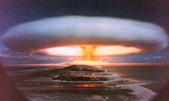 FYI: essa bomba, planejada para ter 3 egatons, teve uma explosão de 15 megatons.